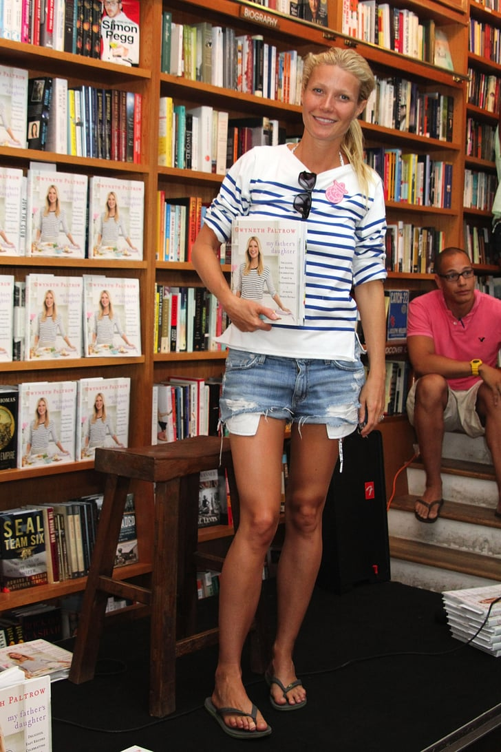 Gwyneth wore denim shorts and flip flops to the book signing.