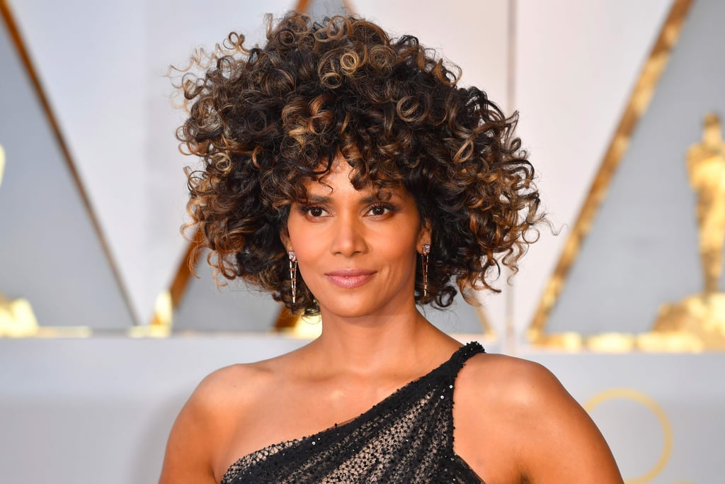 halle berry 39 s hair and makeup at the 2017 oscars popsugar beauty. Black Bedroom Furniture Sets. Home Design Ideas