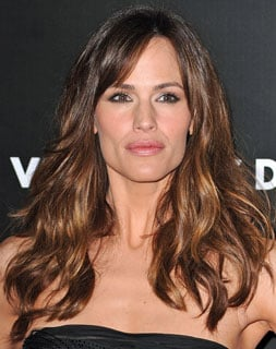 Valentines day jennifer garner soft waves hair tutorial 2010 02 jennifer garner was working her signature soft waves last night to fabulous effect at the valentines day premiere i think the look would be gorgeous for urmus Image collections
