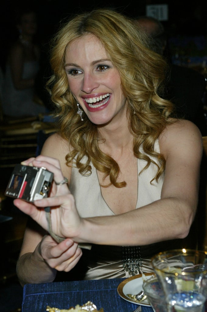 At the Academy Awards Governors Ball in 2004, Julia got a kick out of her own photos.