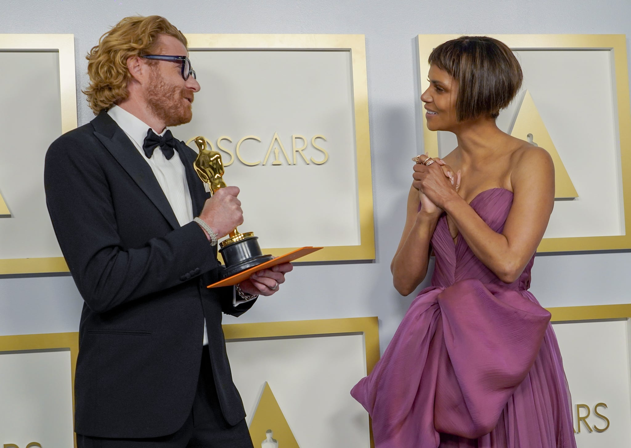 Erik Messerschmidt and Halle Berry at the 2021 Oscars | What an Evening!  See the Very Best Photos From This Year's Oscars Right Here | POPSUGAR  Celebrity Photo 27