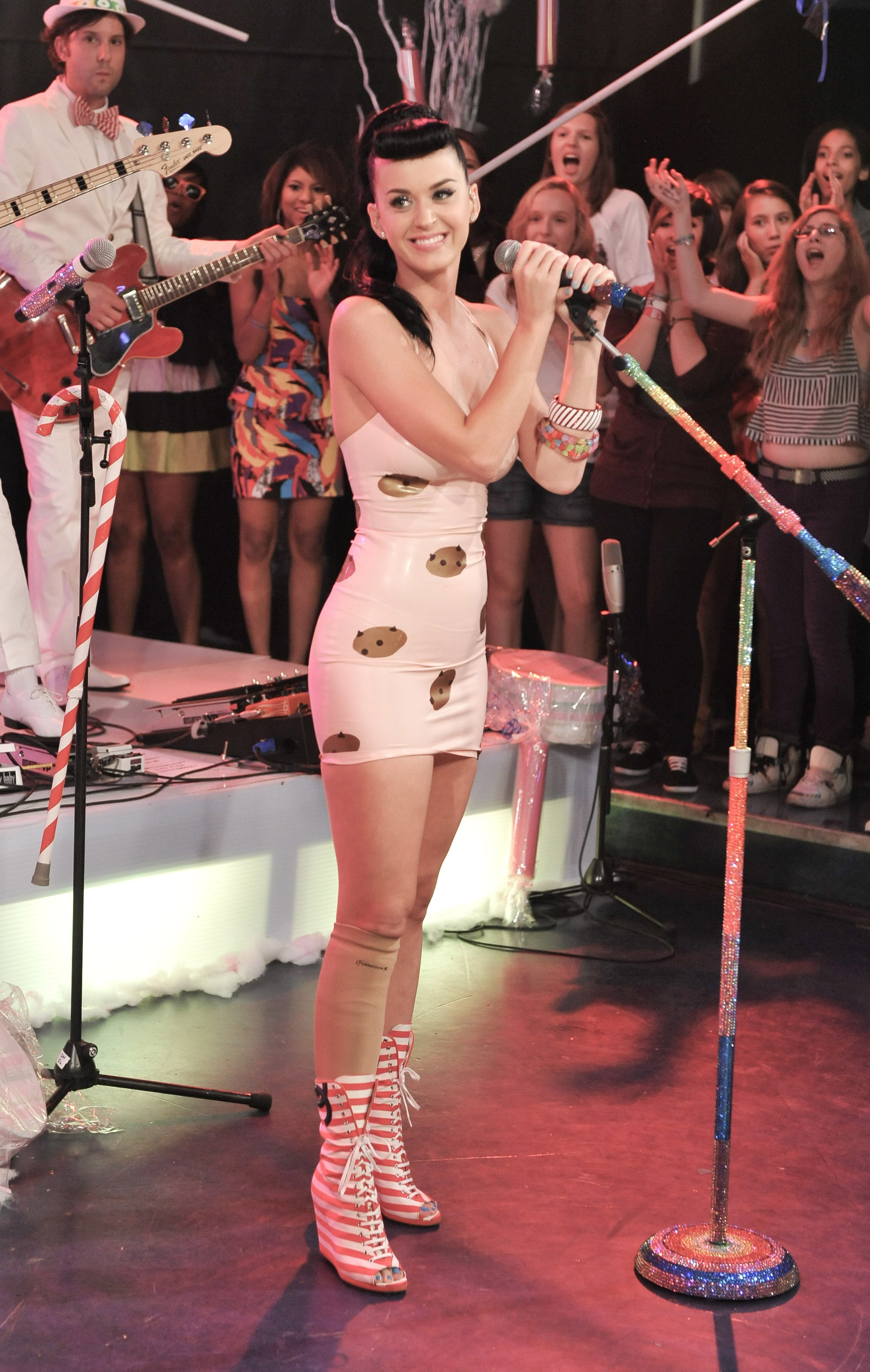 Pictures of Katy Perry Performing on Live Much at Much Music in ...