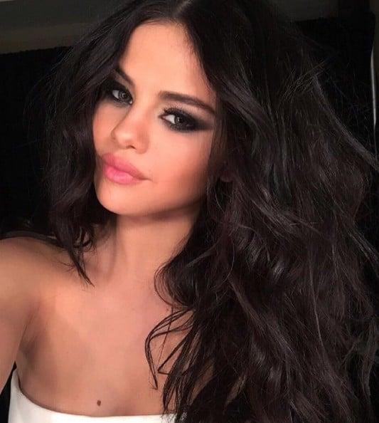 Selena Gomez Sexy Makeup Looks