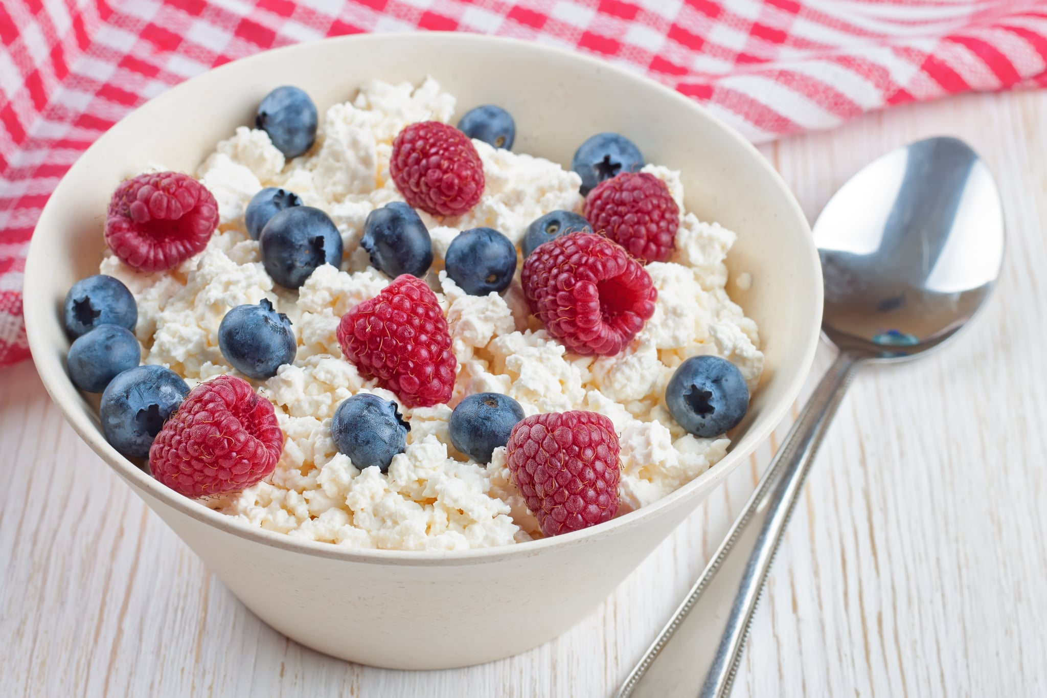 cottage cheese with berries kick carbs to the curb with