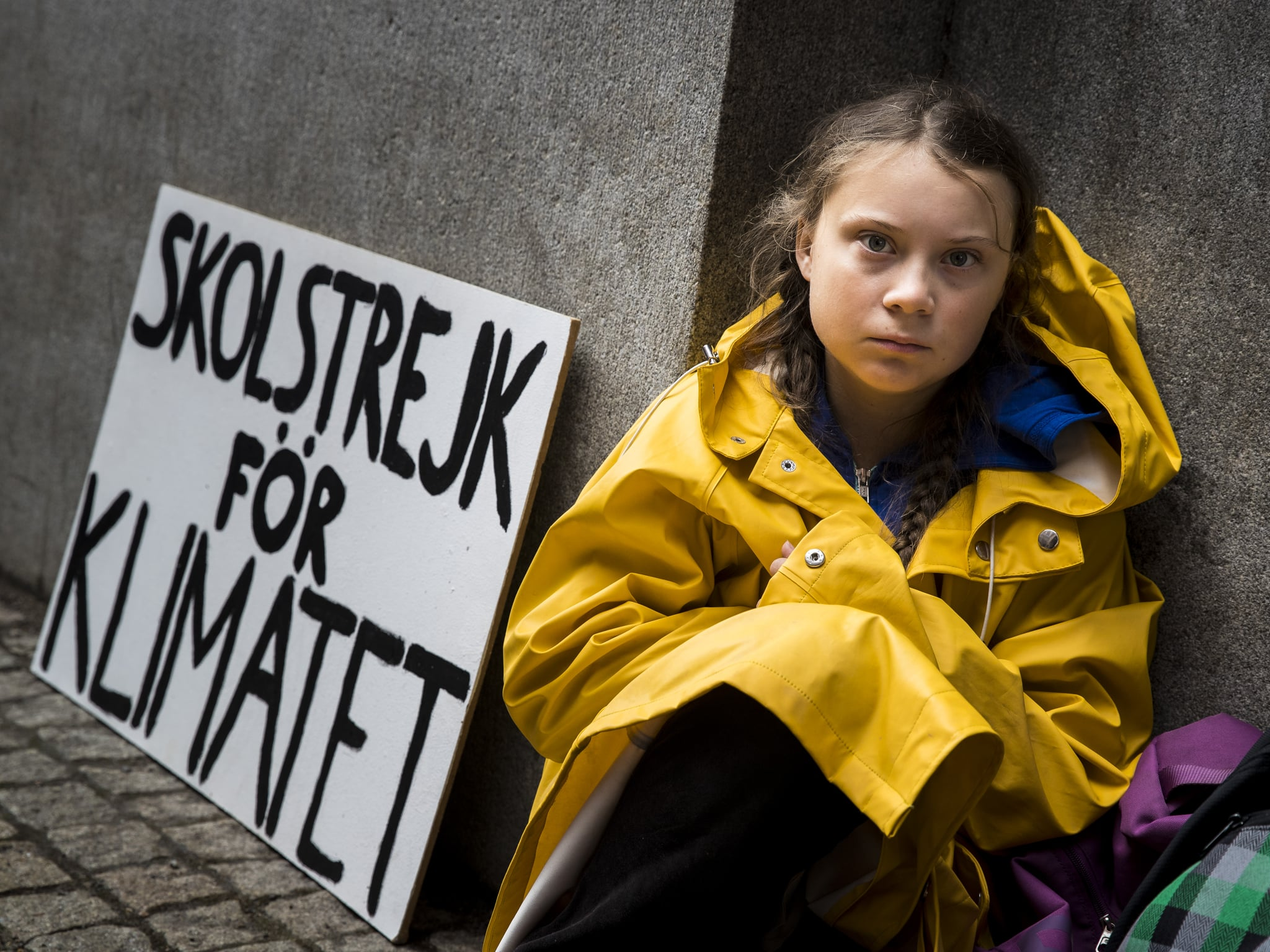 STOCKHOLM, SWEDEN - AUGUST 28: Fifteen year old Swedish student Greta Thunberg leads a school strike and sits outside of Riksdagen, the Swedish parliament building, in order to raises awareness for climate change on August 28, 2018 in Stockholm, Sweden. (Photo by MICHAEL CAMPANELLA/Getty Images)