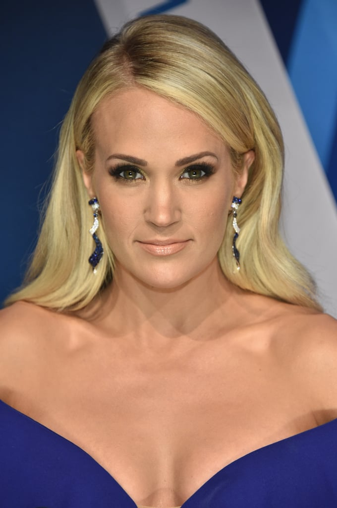 Carrie Underwood At The 2017 Cmas Pictures Popsugar