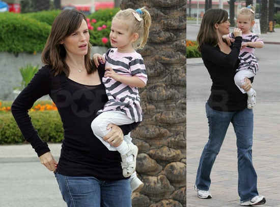 Photos of Pregnant Jennifer Garner and Violet Affleck at the Aquarium of the Pacific in Long Beach