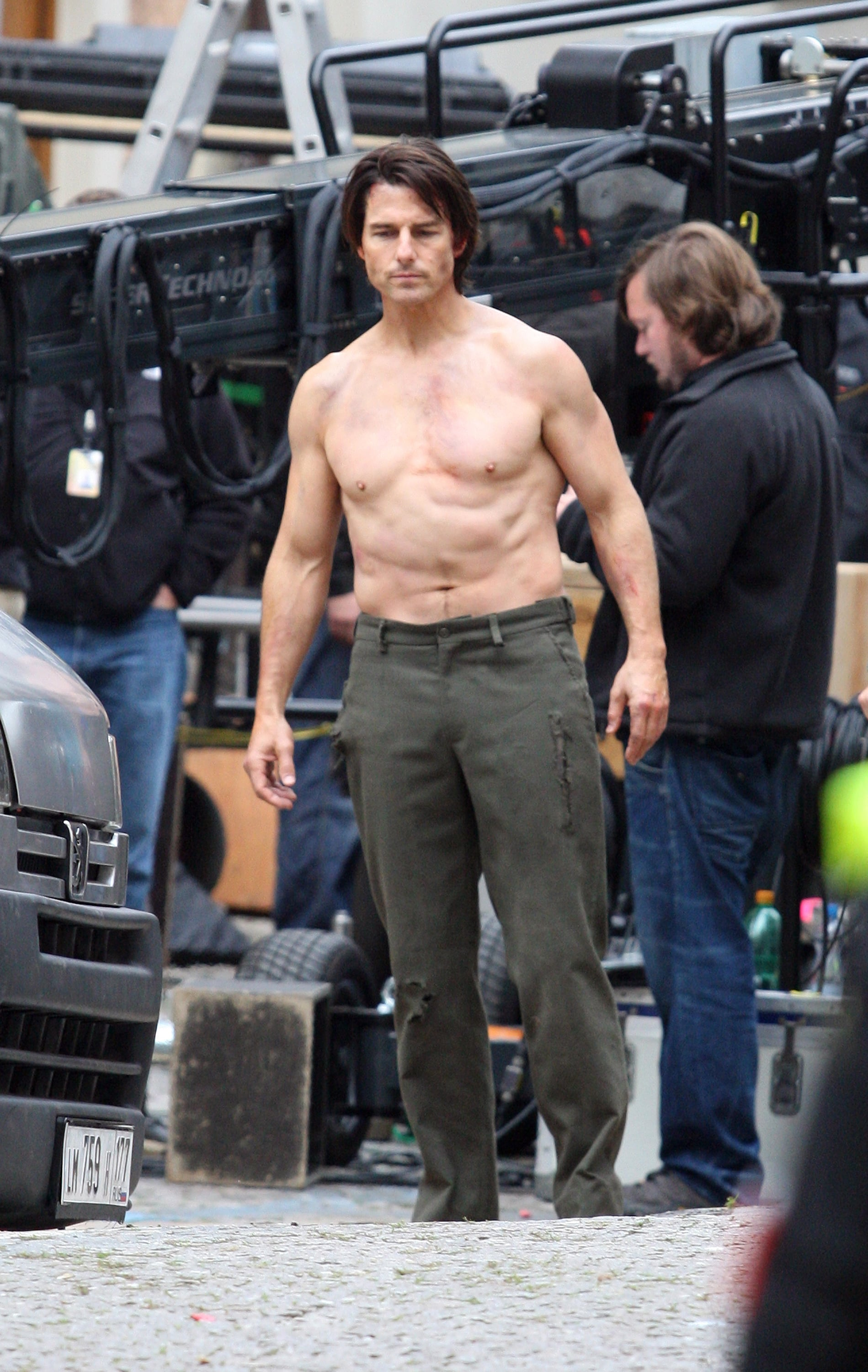 Pictures Of Tom Cruise Performing Shirtless Stunts On The