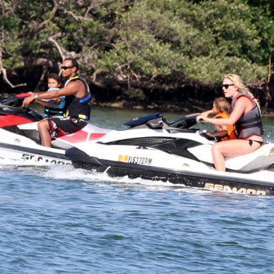 Tiger Woods and Lindsey Vonn Jet Ski With His Kids