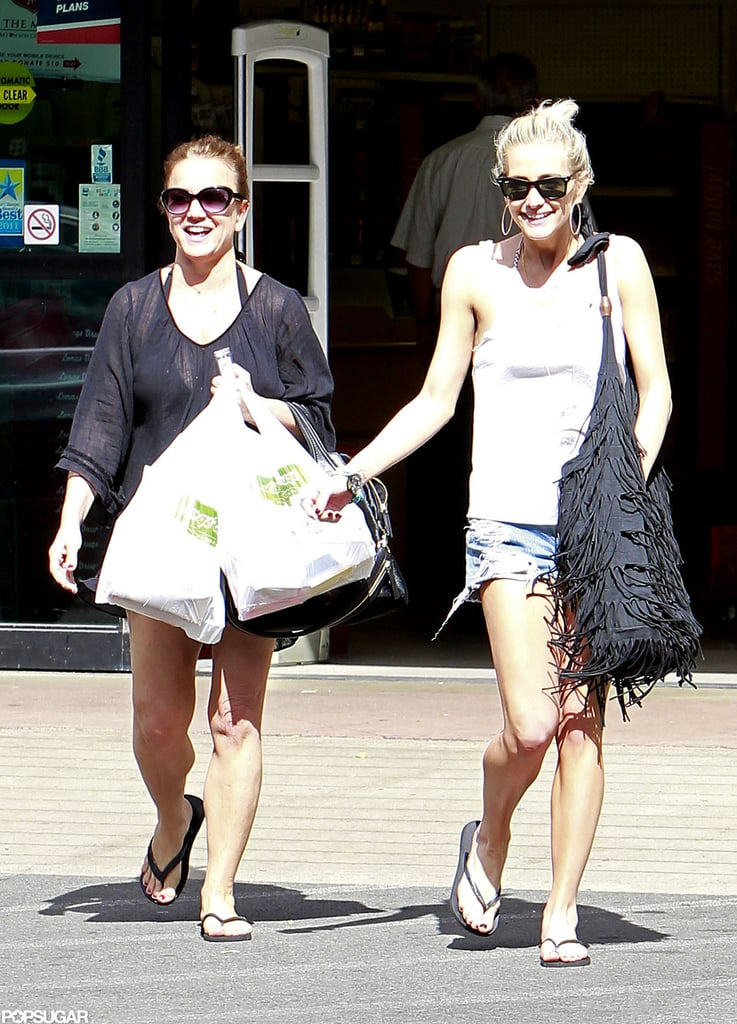 Ashlee Simpson and her mom Tina Simpson shopped in Hawaii.