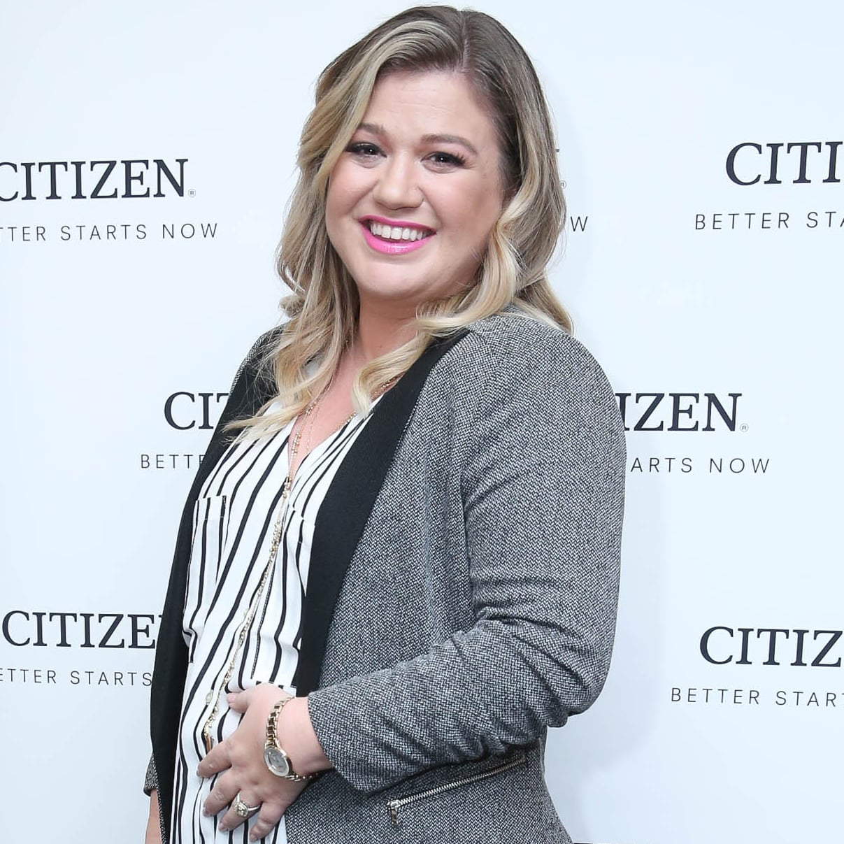 Kelly Clarkson\'s Christmas Instagram of Her Daughter, River ...
