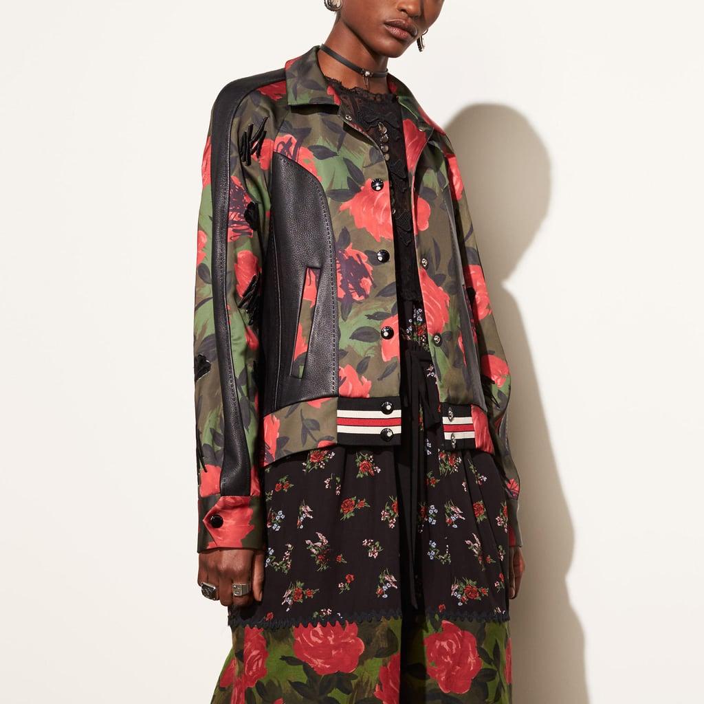 اشتري أزياءً مماثلةً تماماً لإطلالة سيلينا هنا