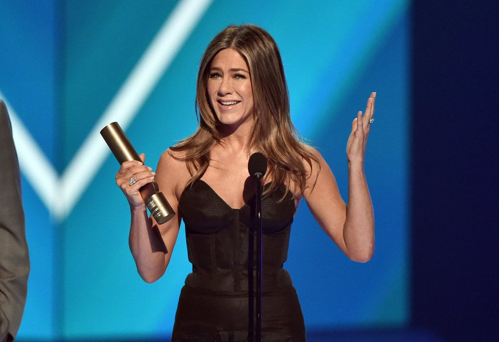 2019 E! PEOPLE'S CHOICE AWARDS -- Pictured: Jennifer Aniston accepts The People's Icon of 2019 award on stage at the 2019 E! People's Choice Awards held at the Barker Hangar on November 10, 2019 -- (Photo by: Alberto Rodriguez/E! Entertainment)