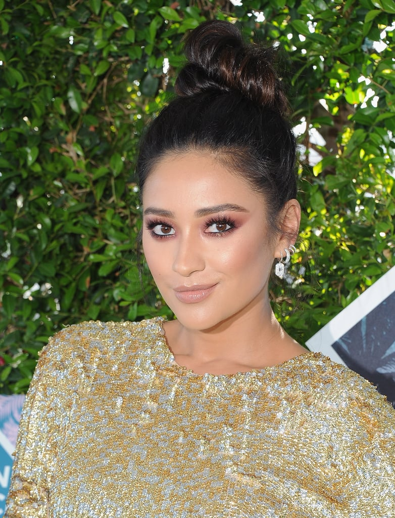 Shay Mitchell's Hair and Makeup at Teen Choice Awards
