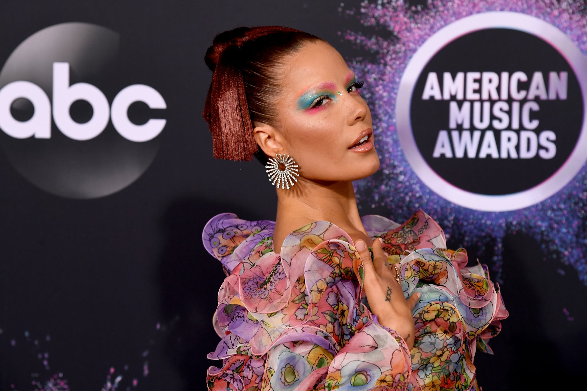 LOS ANGELES, CALIFORNIA - NOVEMBER 24: Halsey attends the 2019 American Music Awards at Microsoft Theater on November 24, 2019 in Los Angeles, California. (Photo by Jeff Kravitz/FilmMagic for dcp)