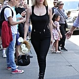 مرتديةً بذلة على مقاس الجّسم من علامة Wolford مع بنطال جينز من Paige، وحذاء من تصميم  جيوسيبي زانوتي، وحقيبة من غابرييلا هيرست، ونظّارات شمسيّة من Bonnie Clyde.