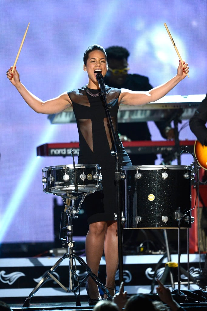 Alicia Keys played the drums during her performance.