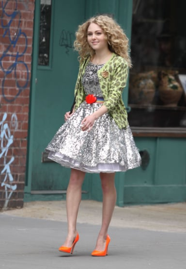 get a glimpse of the new carrie bradshaw's style on the