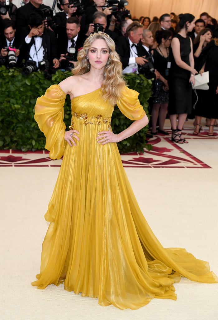 amanda seyfried met gala dress 2018  popsugar fashion