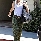 Gwen Stefani carried a large bag over her shoulder.
