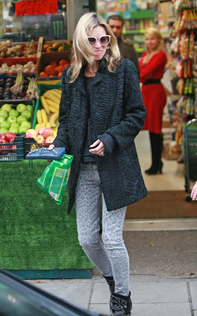 Grey leopard-print jeans were Kate's choice for a shopping trip with her daughter.