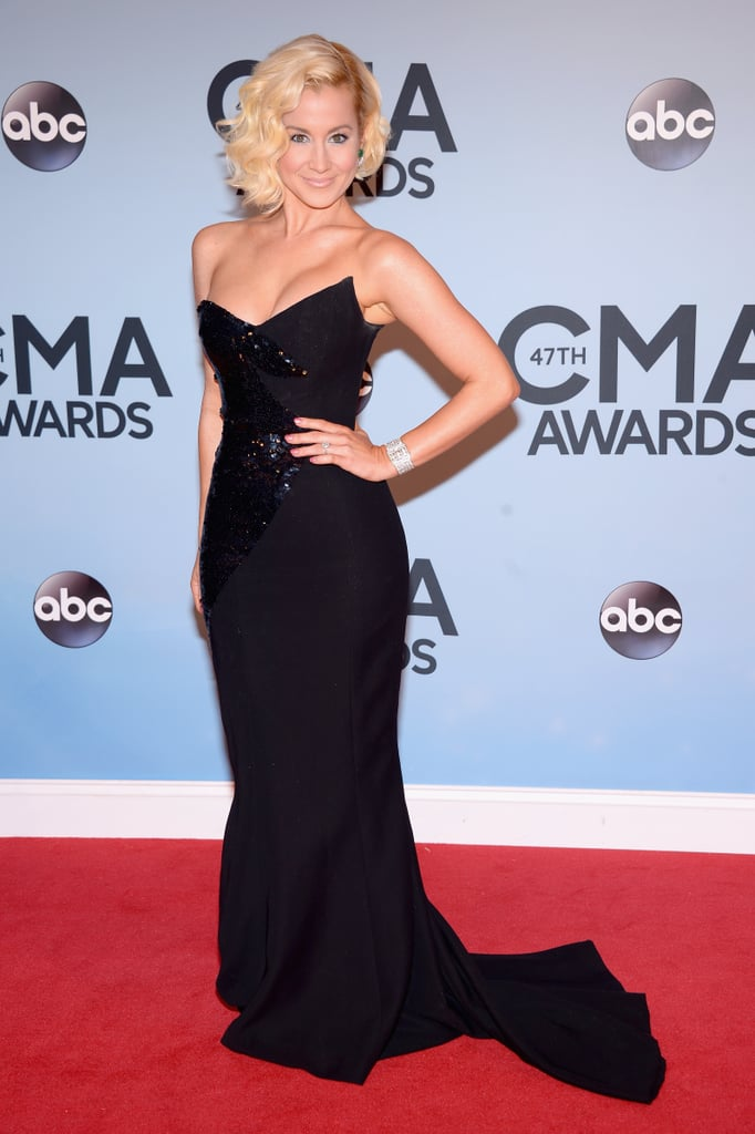 Kellie Pickler wore a figure-flattering black gown to the CMAs in Nashville on Wednesday.