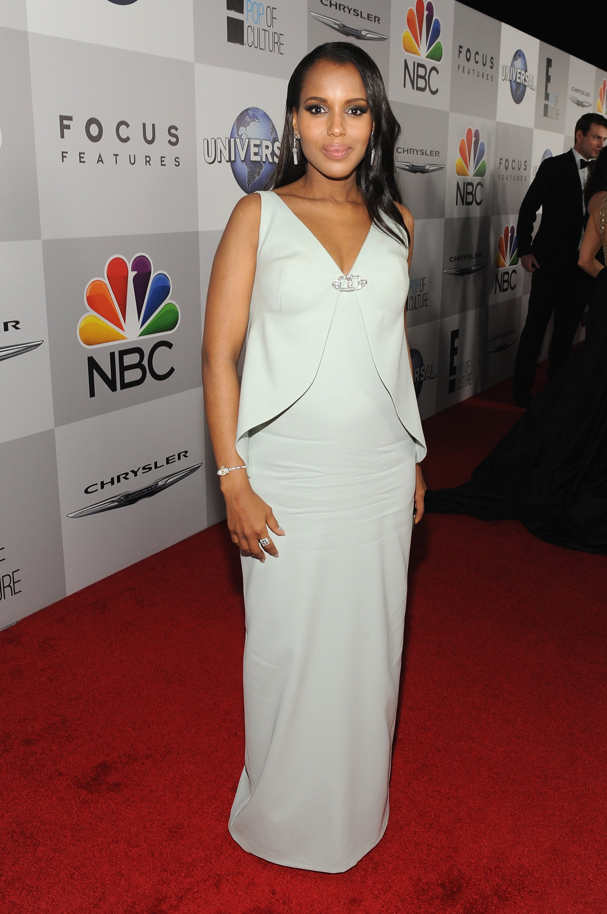 Kerry Washington brought her bump on the red carpet.