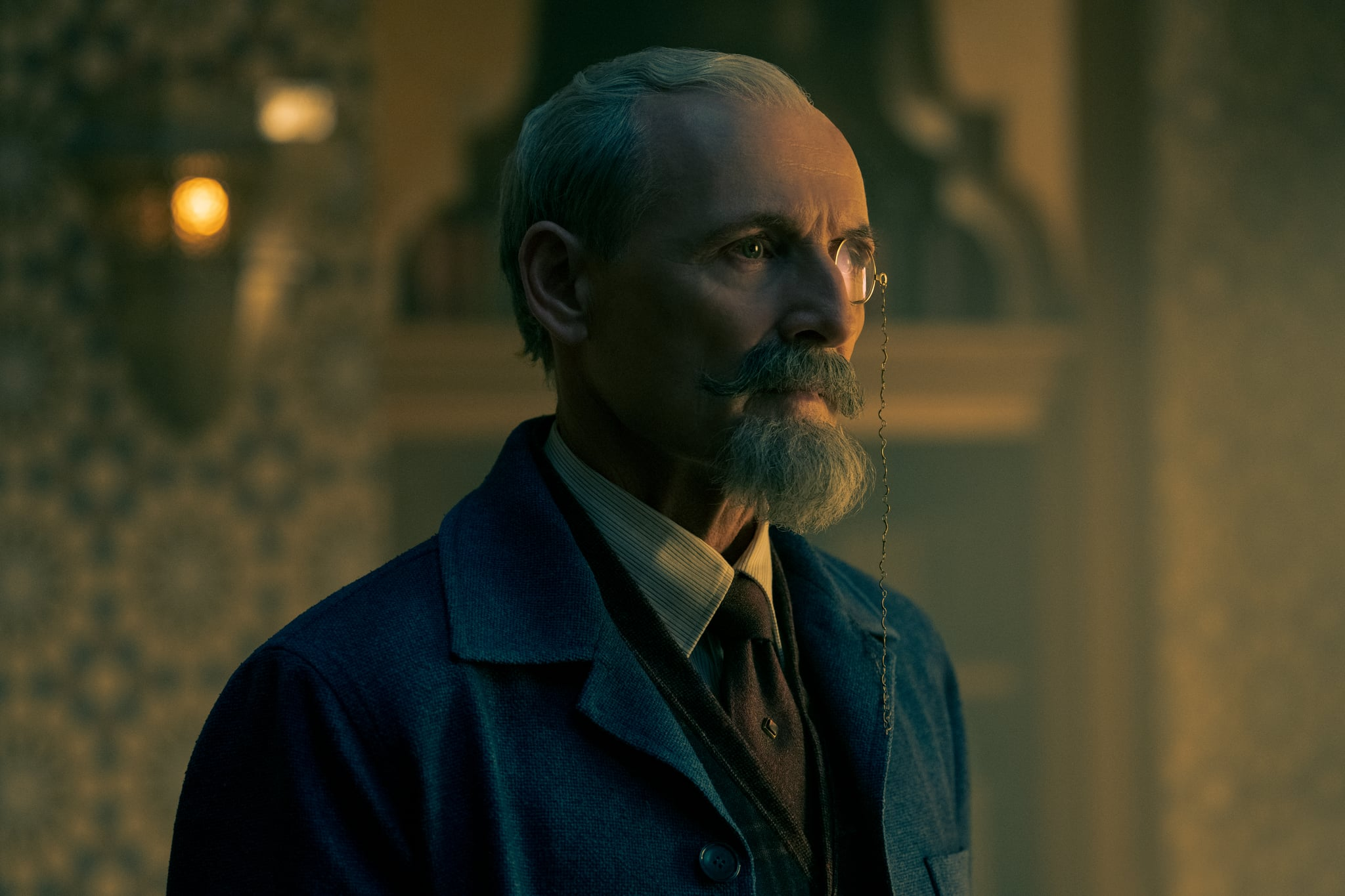 THE UMBRELLA ACADEMY COLM FEORE as SIR REGINALD HARGREEVES in episode 210 of THE UMBRELLA ACADEMY Cr. CHRISTOS KALOHORIDIS/NETFLIX  2020
