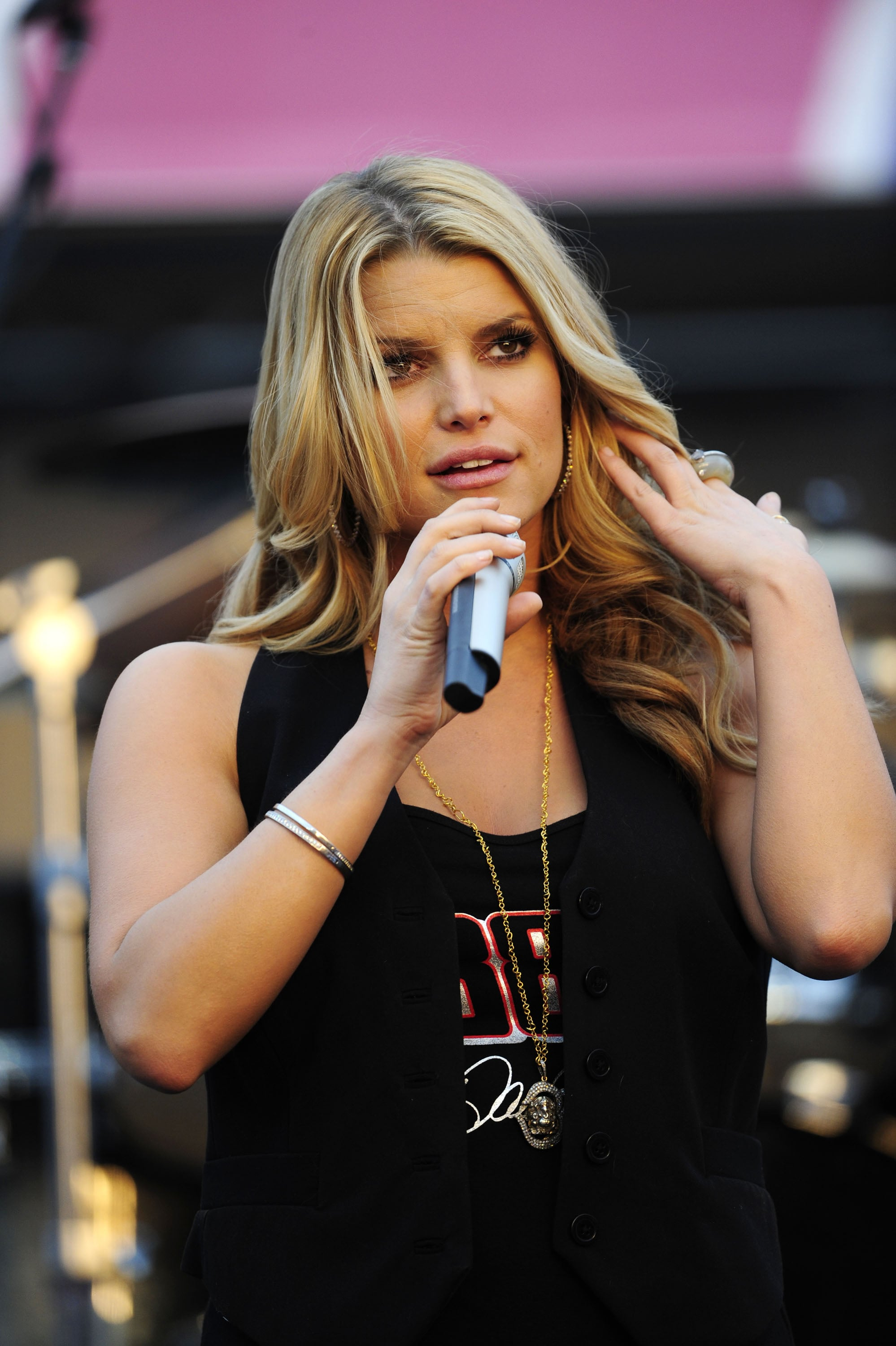 Photos Of Jessica Simpson Singing At Lowe S Motor Speedway