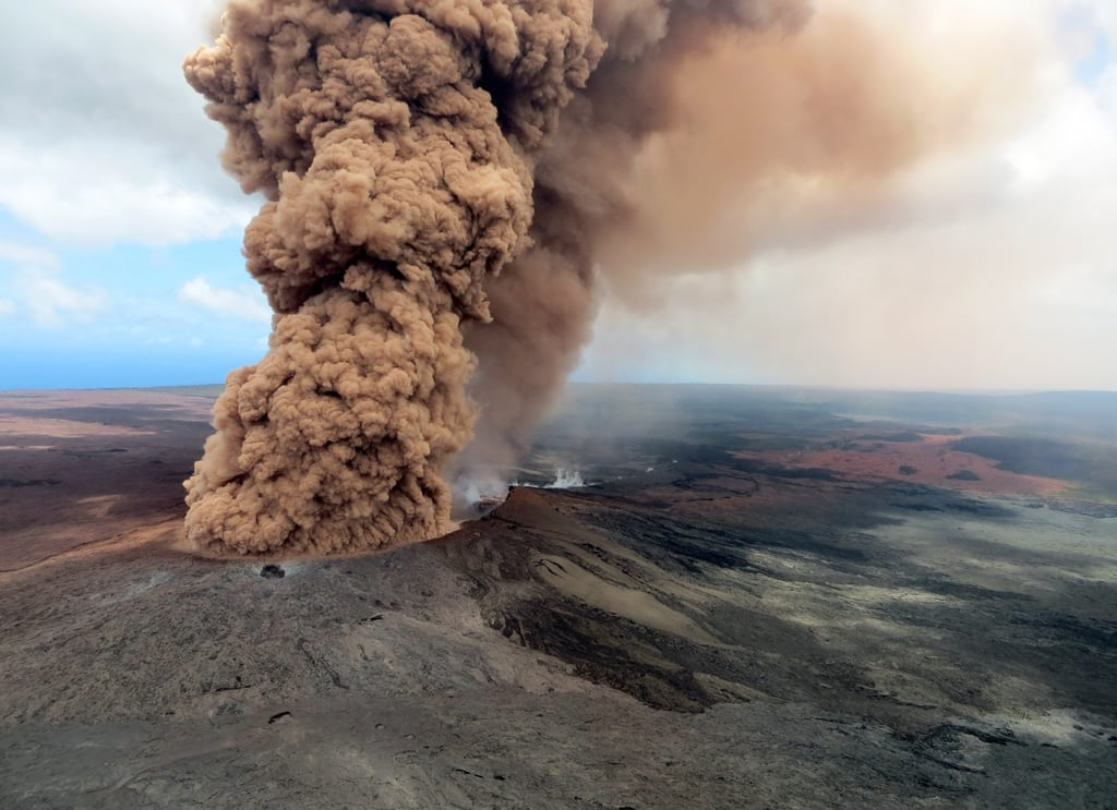 a science report on volcanoes mount kilauea (ap) — the eruption of a hawaii volcano has people warily eyeing volcanic   kilauea, on hawaii's big island, is threatening to blow its top in coming   monitors volcanoes in the pacific northwest and posts weekly status reports   scientists say that in the worst case, a 30-foot-high (9-meter-high) lahar.