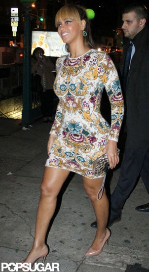 Beyoncé Knowles showed off her legs in a short dress.