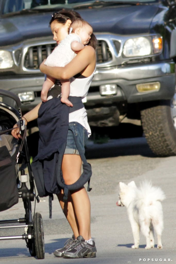 Jenna Dewan carried her daughter, Everly Tatum, for a trip to the park in Canada.