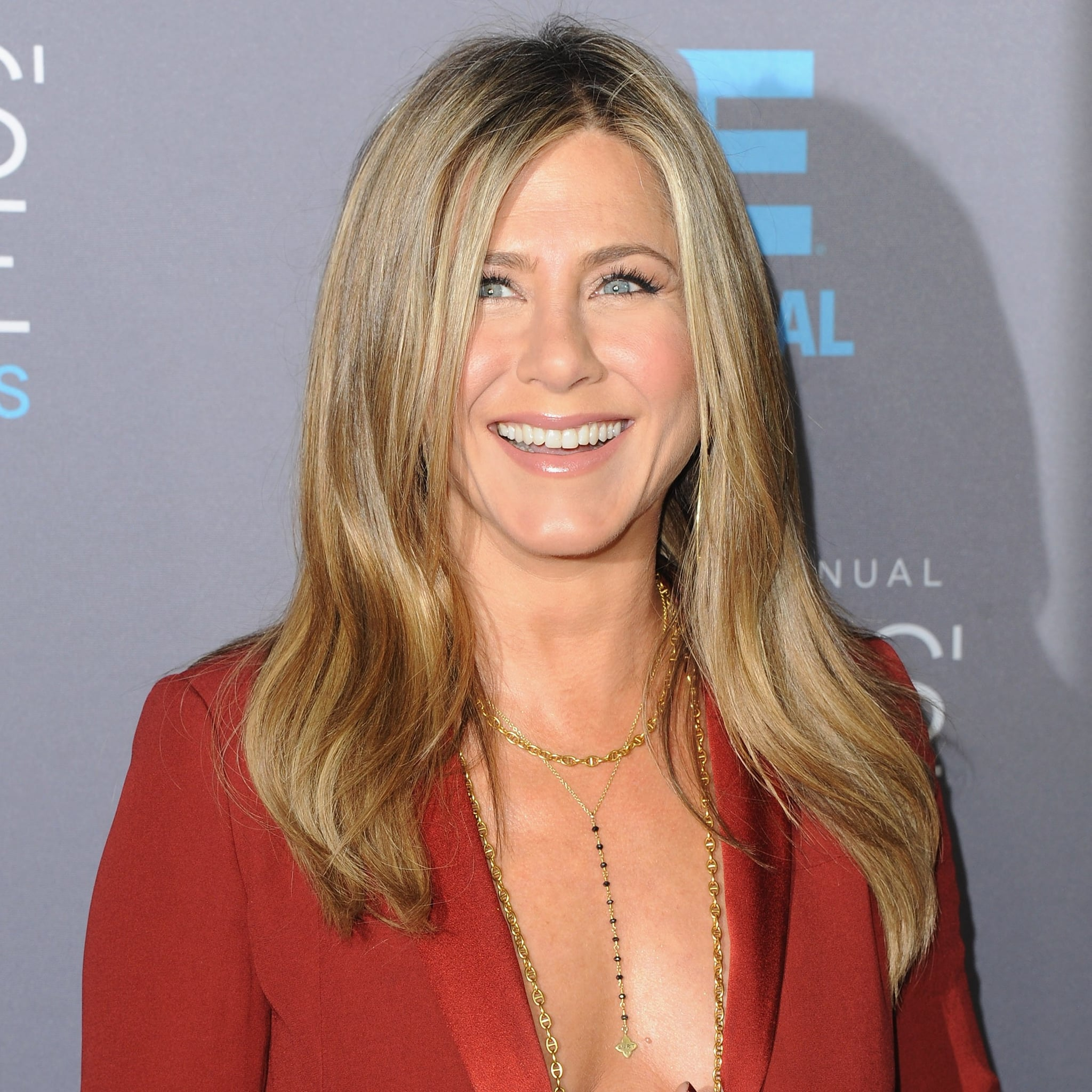 A First Look at Jennifer Aniston's (Super-Sparkly) WeddingRing pics