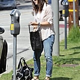 Jennifer Garner got money out of her wallet to pay the parking meter.