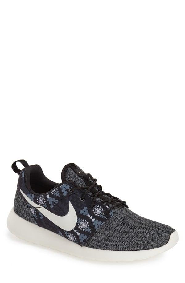 Nike Men's Roshe Run Sneaker