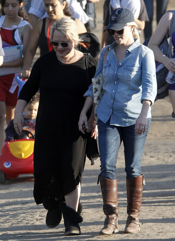 Reese Witherspoon Shopping at Madewell | Pictures