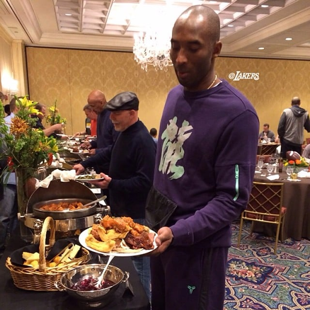 Kobe Bryant had dinner with his Lakers teammates in Detroit. Source: Instagram user lakers