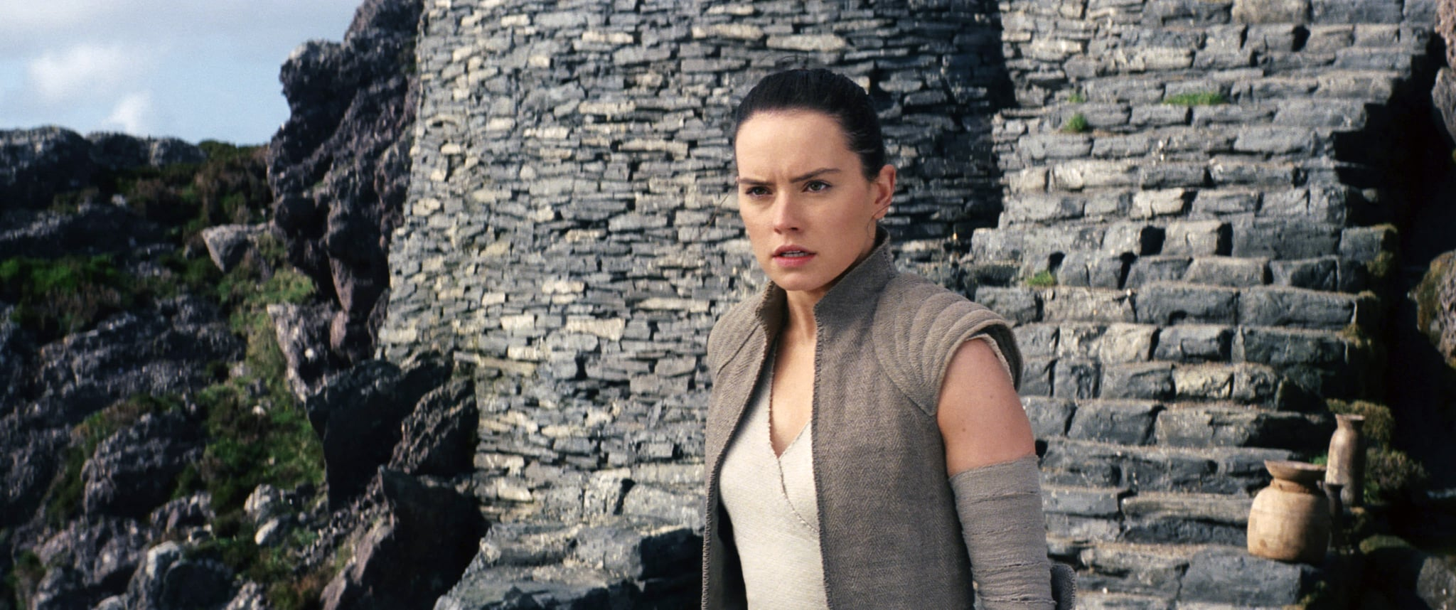 STAR WARS: THE LAST JEDI, (aka STAR WARS: EPISODE VIII - THE LAST JEDI), Daisy Ridley, 2017. ph: Industrial Light & Magic / Walt Disney Studios Motion Pictures /  Lucasfilm Ltd. /Courtesy Everett Collection