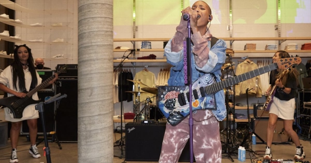WILLOW Is the First Artist to Wear PacSun's Gender-Free Collection While Performing at the Store.jpg