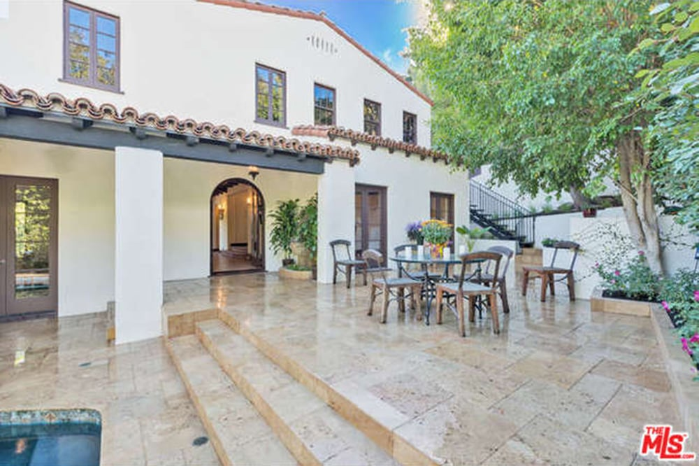 Charlie hunnam buys new house in los angeles popsugar for New house in los angeles