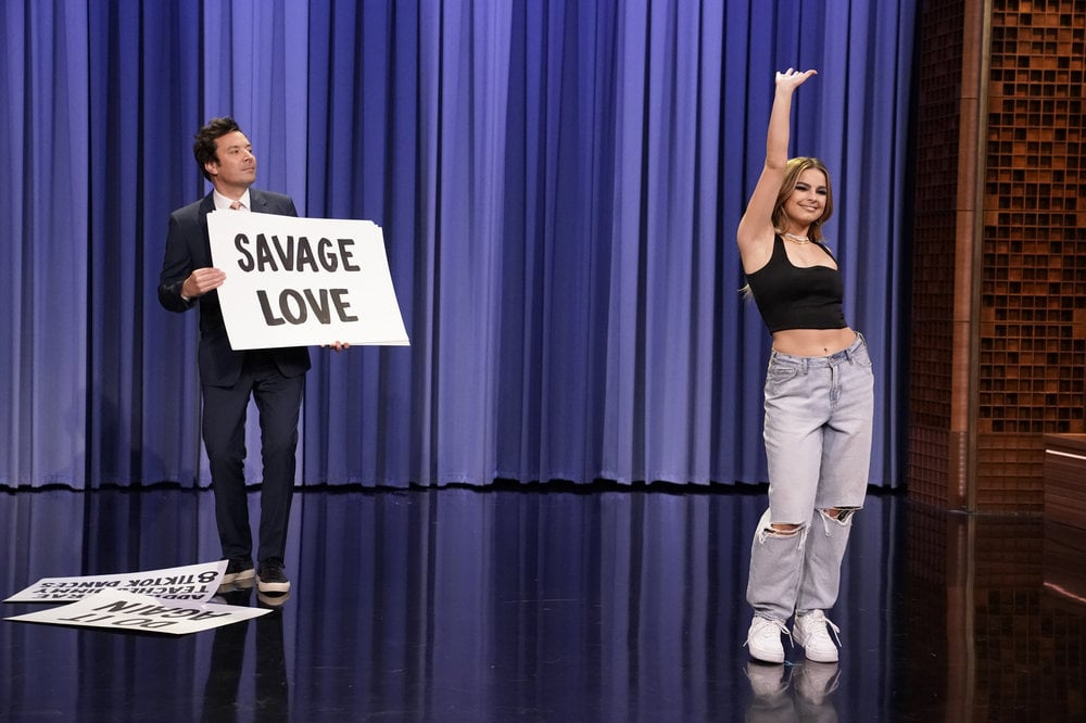 THE TONIGHT SHOW STARRING JIMMY FALLON -- Episode 1433 -- Pictured: Singer Addison Rae teaches host Jimmy Fallon TikTok dances on Friday, March 26, 2021 -- (Photo by: Andrew Lipovsky/NBC)