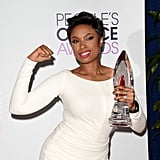 Jennifer showed a strong pose while celebrating her award win.