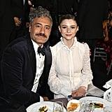 تايكا وايتيتي وتوماسين ماكنزي في حفل توزيع جوائز اختيار النقاد لعام 2020