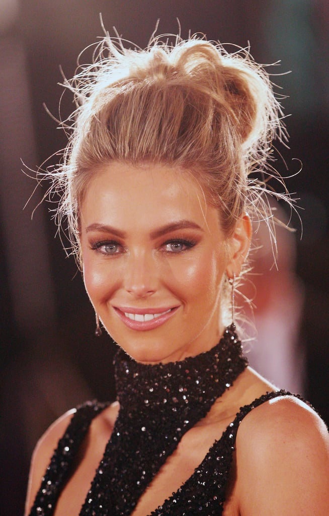 When does a messy bun not work? Jen looked angelic at the Logies in 2013.