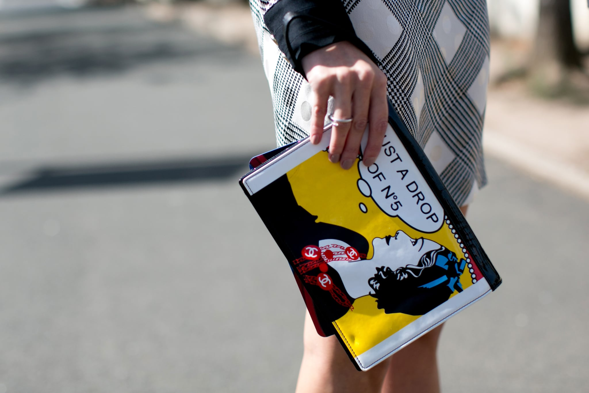 A clutch that does the talking.