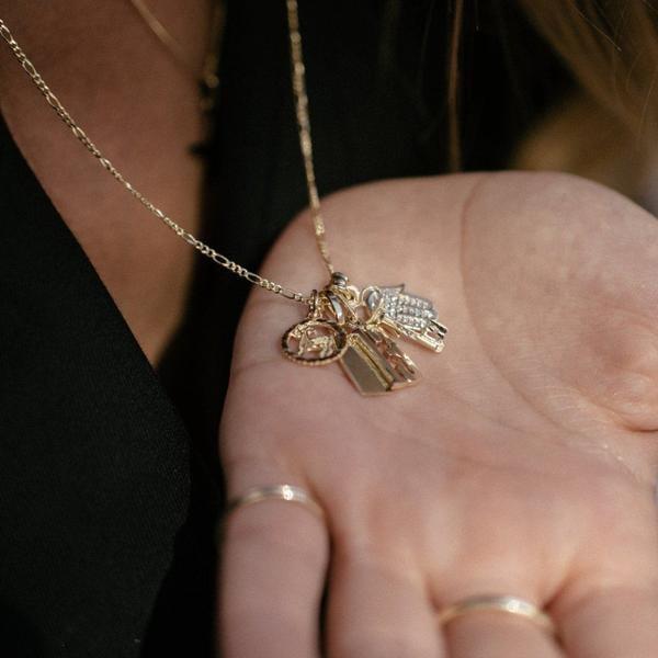 Suetables Shirley horoscope - 10k gold