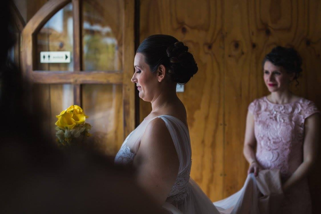 mom-gazing-at-bride