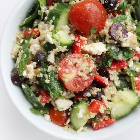 Mediterraner, vegetarischer Quinoa-Salat
