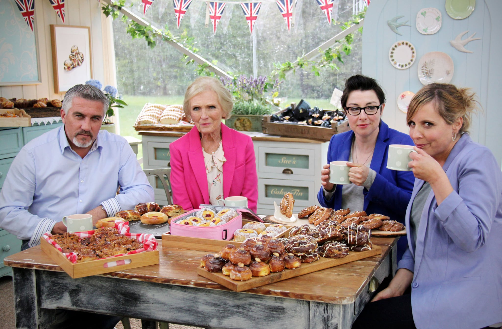 THE GREAT BRITISH BAKE OFF (aka THE GREAT BRITISH BAKING SHOW), from left: judge Paul Hollywood, judge Mary Berry, co-host/presenter Sue Perkins, co-host/presenter Mel Giedroyc, 'Sweet Dough', (Series 4, originally aired in U.K. on Sept. 24, 2013 / Season 2, aired in U.S. on Oct. 11, 2015). photo:  Love Productions/PBS / Courtesy: Everett Collection
