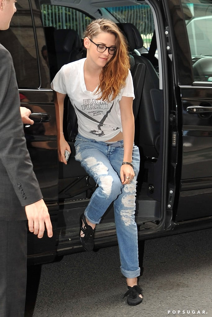 Kristen Stewart stopped for lunch in Paris.
